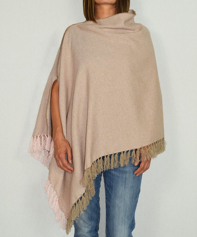 Poncho pura lana variante rosa con frange