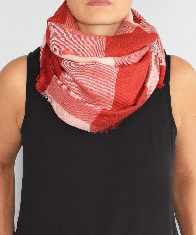 Stola cashmere seta quadri rosa rosso